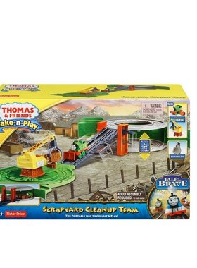 Игрален комплект Thomas & Friends Scrapyard Clean-up Team Percy от серията Take-n-Play, BCX24